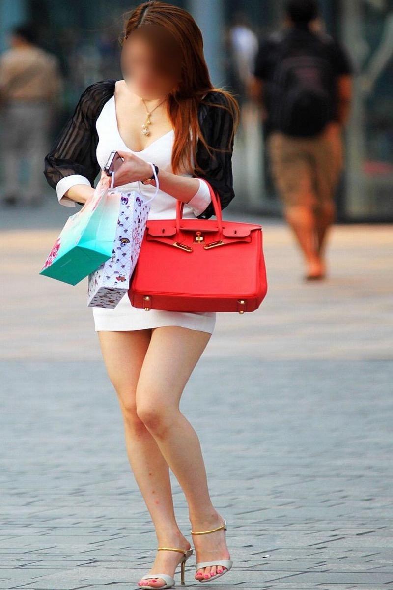 【ミニスカエロ画像】春になってパンチラも気にせずミニスカートに穿き替える素人娘たち 76