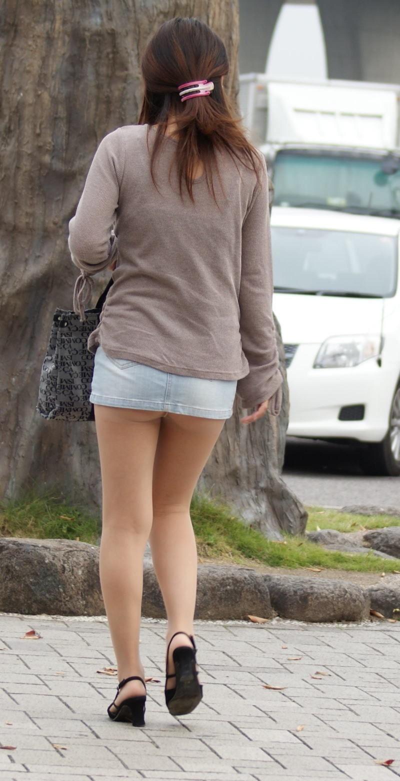 【ミニスカエロ画像】春になってパンチラも気にせずミニスカートに穿き替える素人娘たち 79