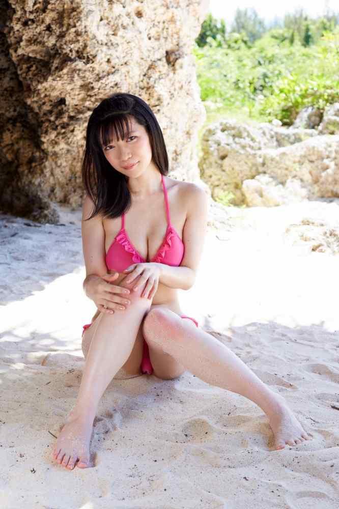 【ぱいぱいでか美エロ画像】インパクトありすぎる芸名で生き残ってきたブサかわ巨乳タレント 09