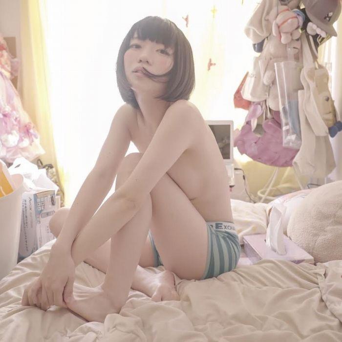【ぱいぱいでか美エロ画像】インパクトありすぎる芸名で生き残ってきたブサかわ巨乳タレント 25