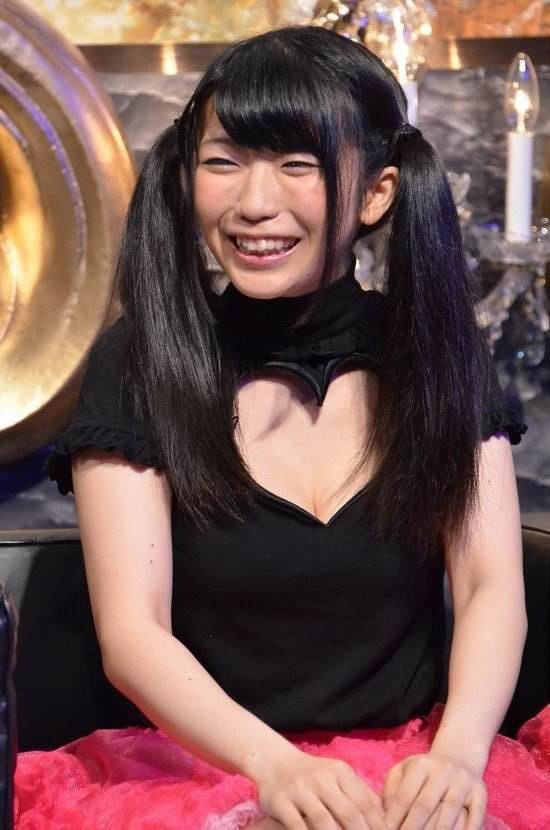 【ぱいぱいでか美エロ画像】インパクトありすぎる芸名で生き残ってきたブサかわ巨乳タレント 27