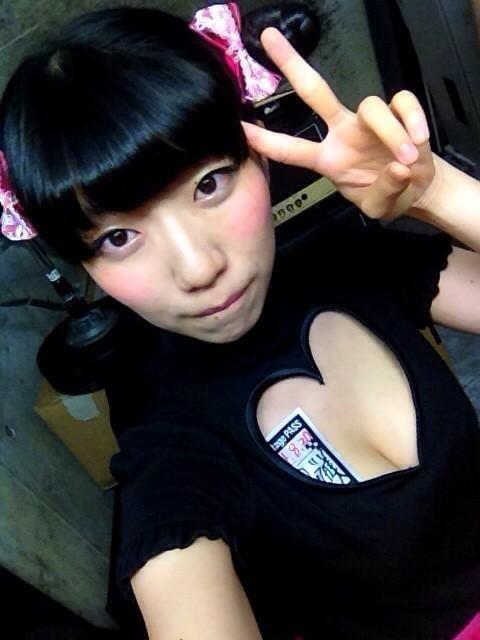 【ぱいぱいでか美エロ画像】インパクトありすぎる芸名で生き残ってきたブサかわ巨乳タレント 32