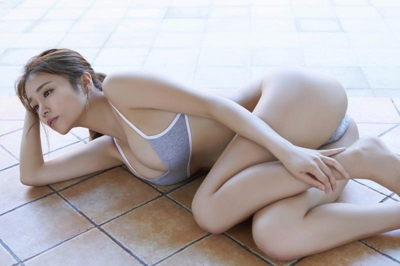 【菜乃花グラビア画像】同居している妹が激似で双子みたいで可愛いと話題の爆乳グラドル 05