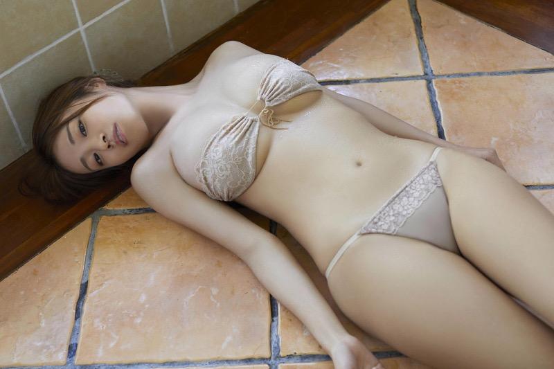【菜乃花グラビア画像】同居している妹が激似で双子みたいで可愛いと話題の爆乳グラドル 09