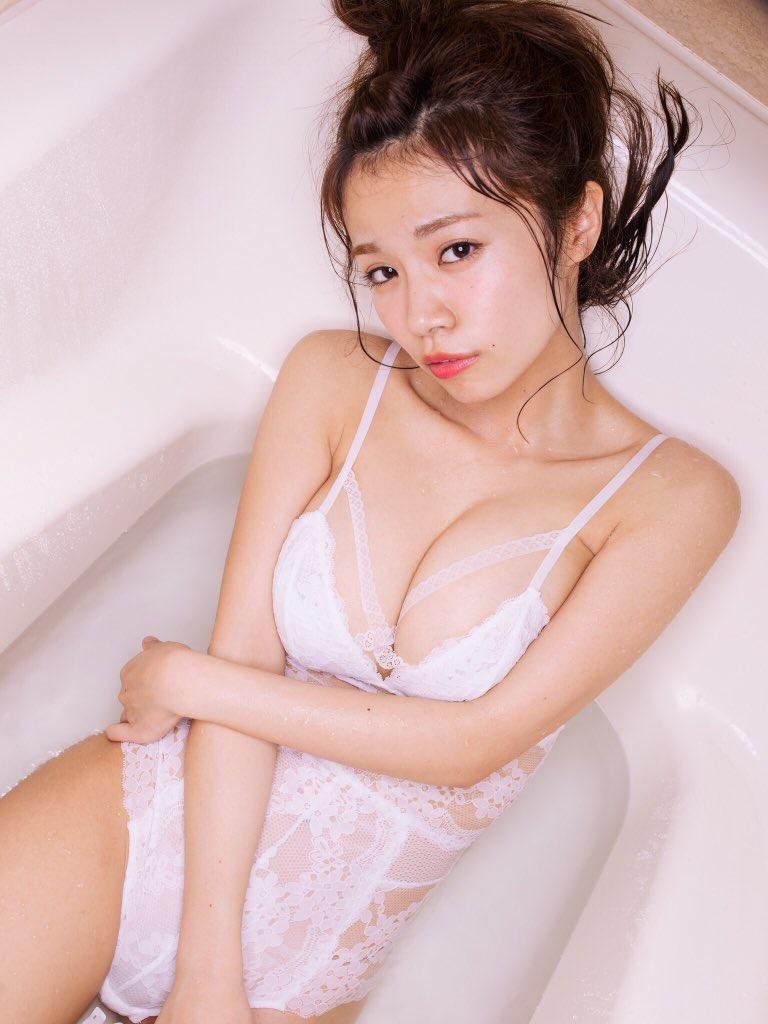 【菜乃花グラビア画像】同居している妹が激似で双子みたいで可愛いと話題の爆乳グラドル 10