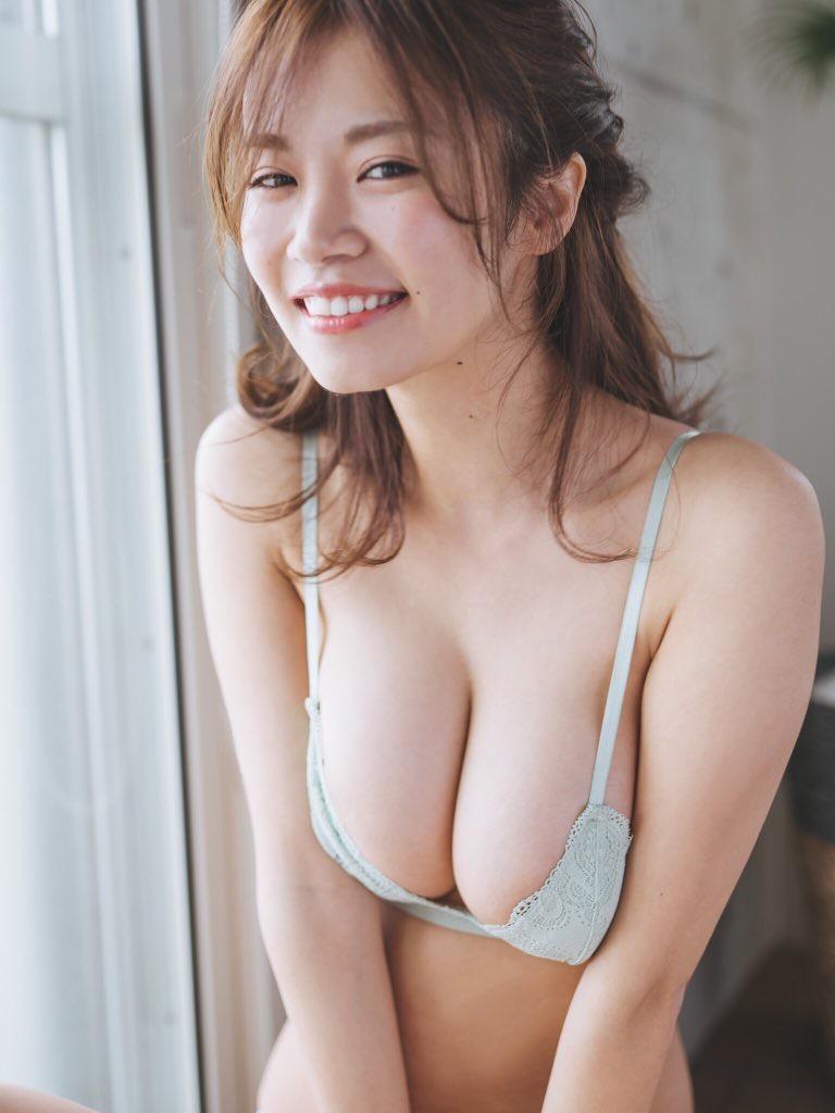 【菜乃花グラビア画像】同居している妹が激似で双子みたいで可愛いと話題の爆乳グラドル 12