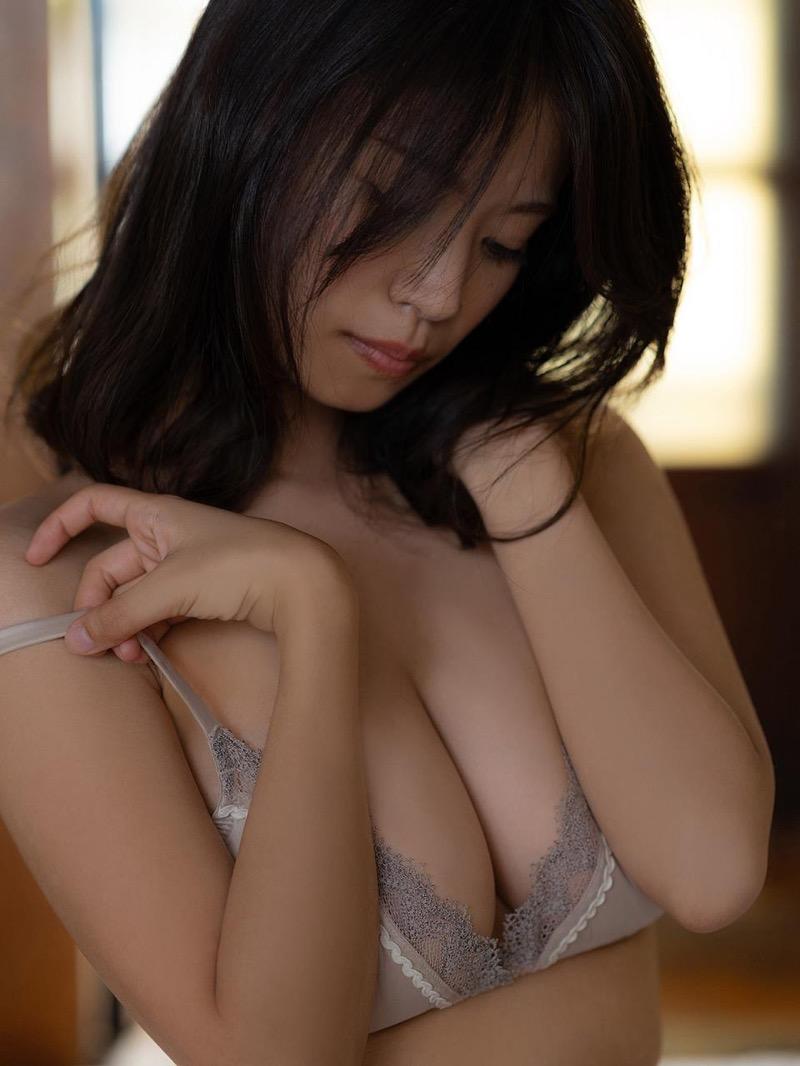 【菜乃花グラビア画像】同居している妹が激似で双子みたいで可愛いと話題の爆乳グラドル 44