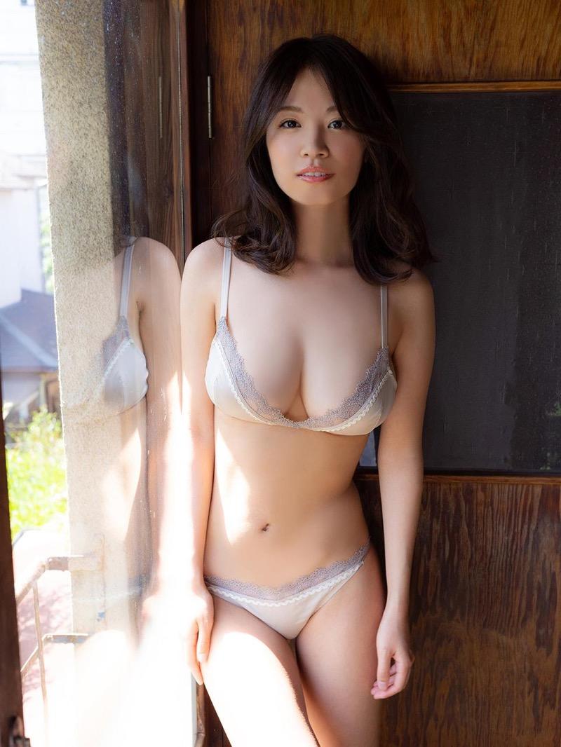 【菜乃花グラビア画像】同居している妹が激似で双子みたいで可愛いと話題の爆乳グラドル 45