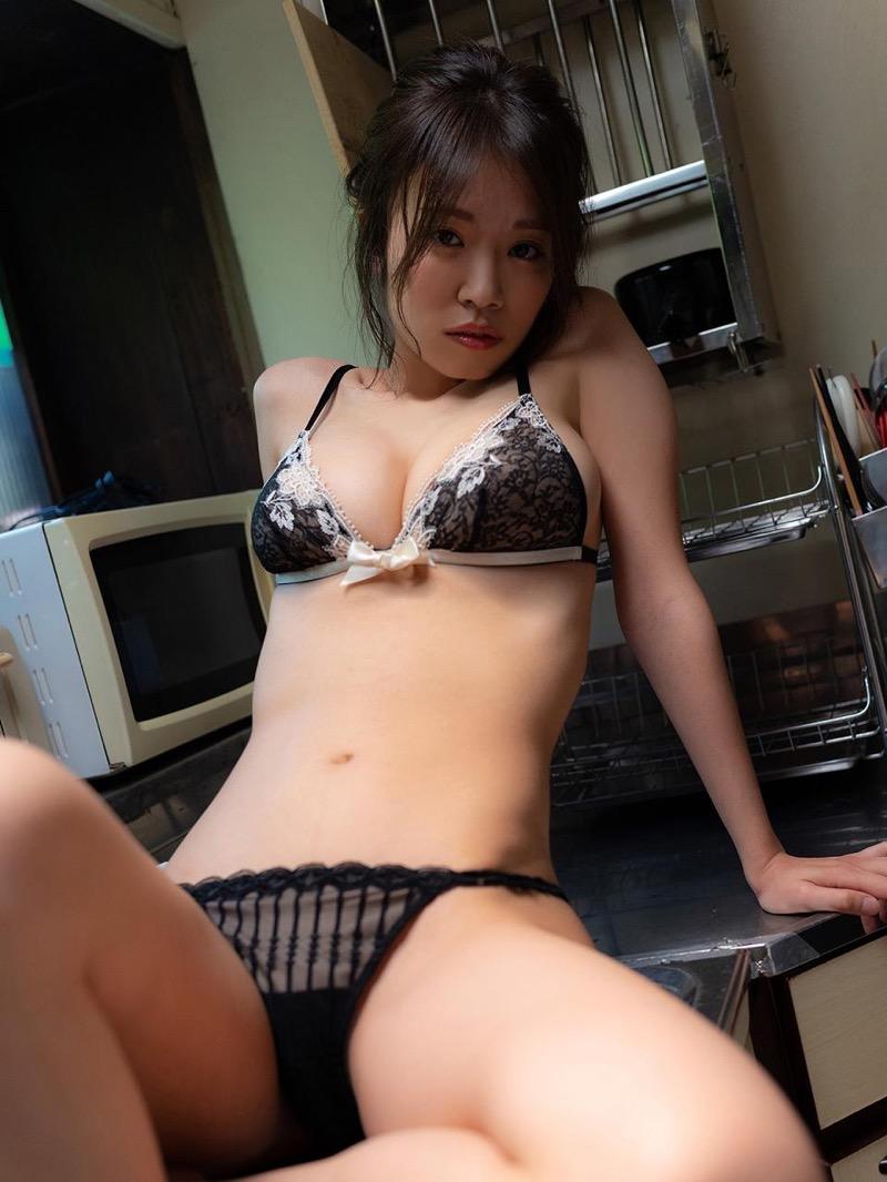 【菜乃花グラビア画像】同居している妹が激似で双子みたいで可愛いと話題の爆乳グラドル 47