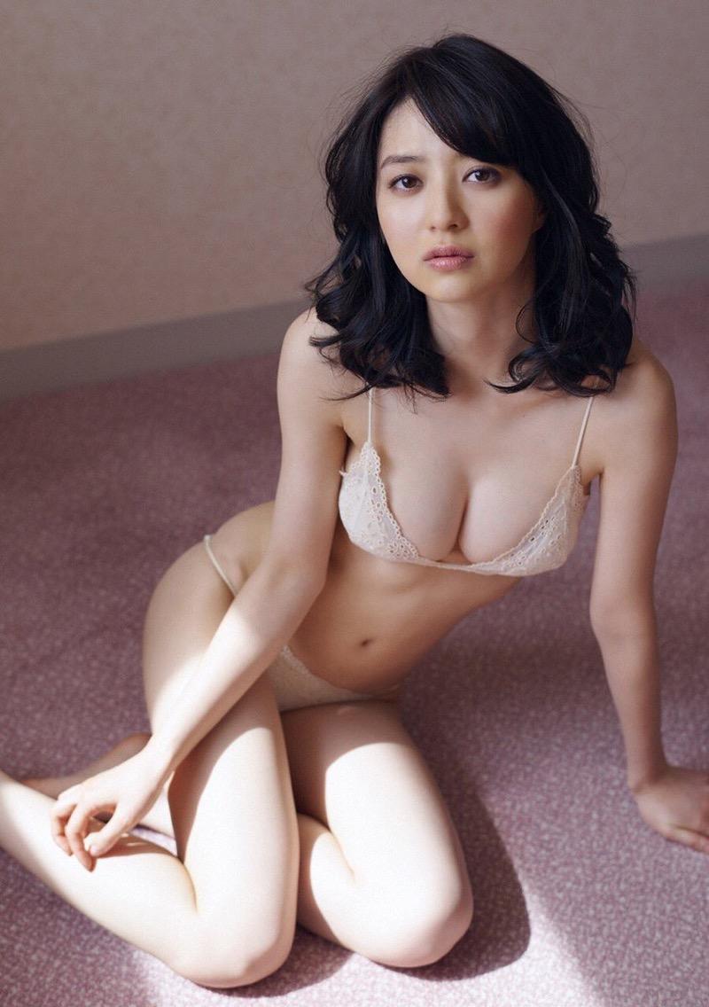 【逢沢りなエロ画像】自分の可愛さに自信満々で面接を受けて落とされた美人女優の過去 31