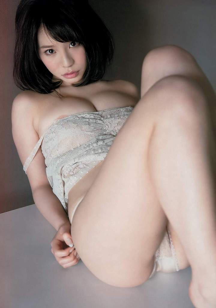 【久松かおりグラビア画像】ビキニが弾けそうな92cmGカップ巨乳ボディがめちゃシコ! 04