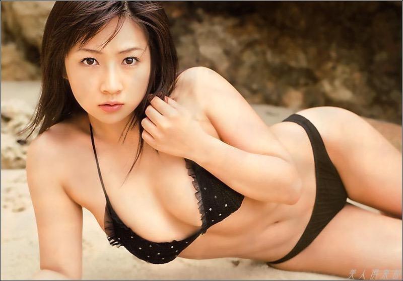 【愛川ゆず季グラビア画像】100cmHカップ爆乳ダイナマイトボディのグラビアアイドル! 13