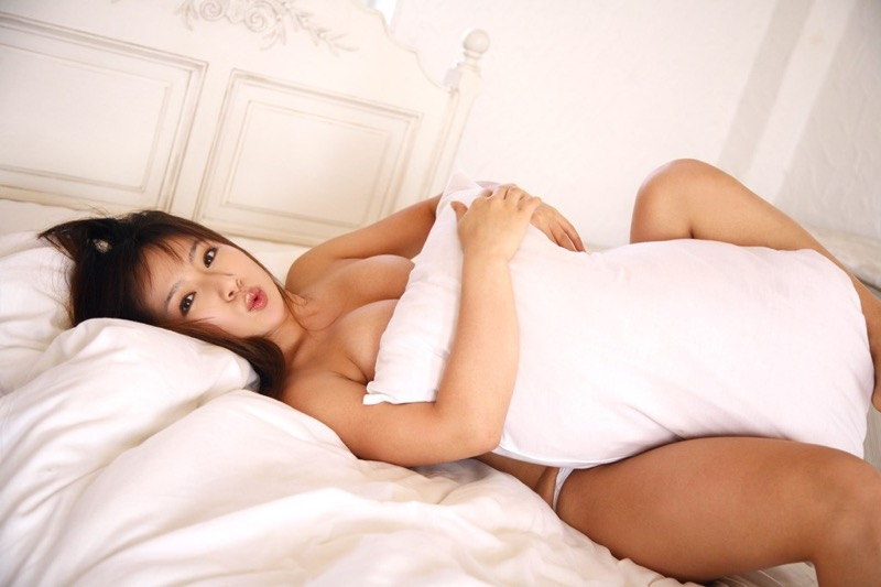 【愛川ゆず季グラビア画像】100cmHカップ爆乳ダイナマイトボディのグラビアアイドル! 15