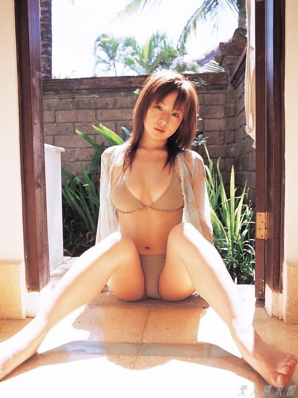 【愛川ゆず季グラビア画像】100cmHカップ爆乳ダイナマイトボディのグラビアアイドル! 36