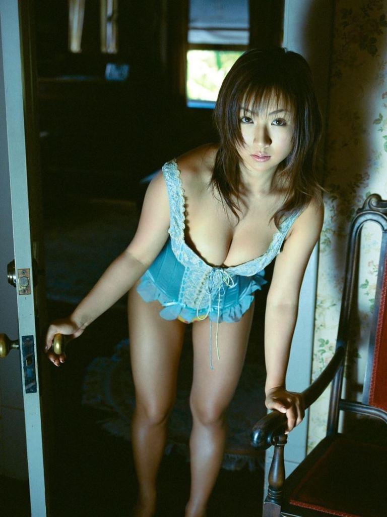 【愛川ゆず季グラビア画像】100cmHカップ爆乳ダイナマイトボディのグラビアアイドル! 79