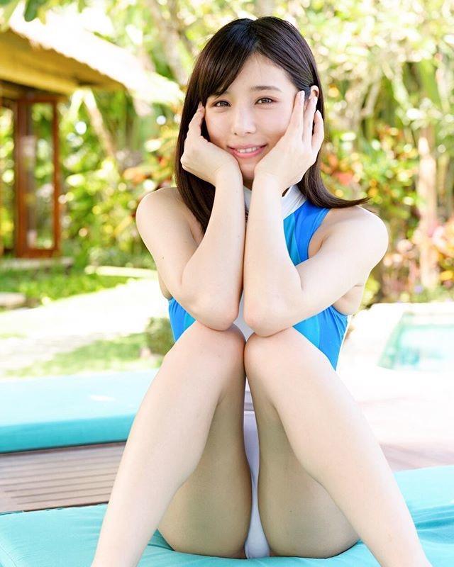【夏本あさみエロ画像】可愛くてセクシーな魅力溢れるレースクイーン美女のグラビア!