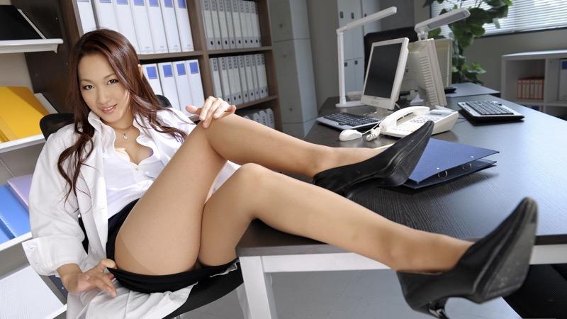 【女医エロ画像】診察中に美人女医とのハプニングを期待してしまうセクシー画像 72
