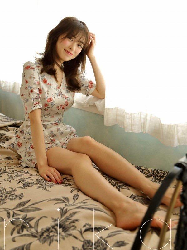 【泉里香グラビア画像】スタイル抜群な長身ボディがソソるモグラ女子系グラビアアイドル 22