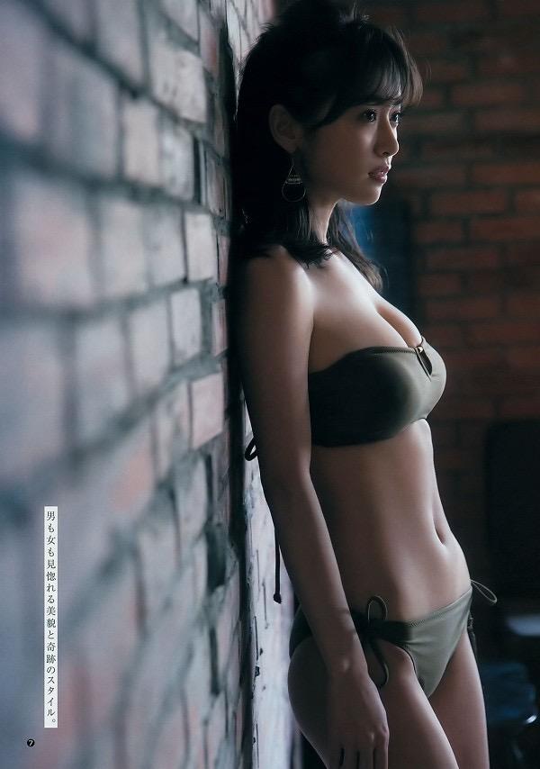 【泉里香グラビア画像】スタイル抜群な長身ボディがソソるモグラ女子系グラビアアイドル 31