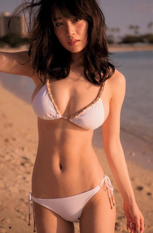 【泉里香グラビア画像】スタイル抜群な長身ボディがソソるモグラ女子系グラビアアイドル 49