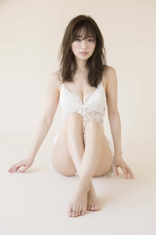 【泉里香グラビア画像】スタイル抜群な長身ボディがソソるモグラ女子系グラビアアイドル 63