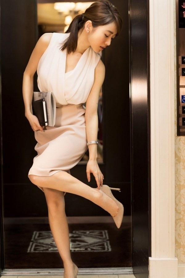 【泉里香グラビア画像】スタイル抜群な長身ボディがソソるモグラ女子系グラビアアイドル 64
