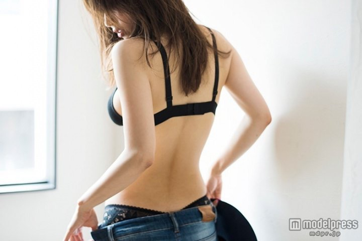 【泉里香グラビア画像】スタイル抜群な長身ボディがソソるモグラ女子系グラビアアイドル 69