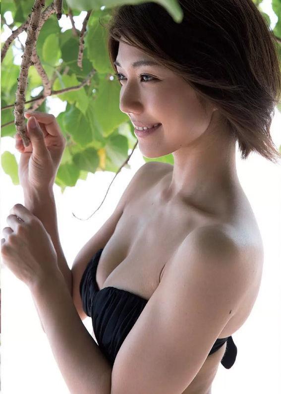 【藤木由貴グラビア画像】可愛い笑顔とめちゃシコボディが最高過ぎるレースクイーン美女! 32