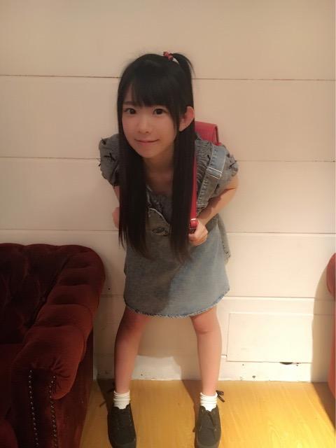 【長澤茉里奈エロ画像】ランドセルが似合いすぎて危ない合法ロリ巨乳のグラビアアイドル 07