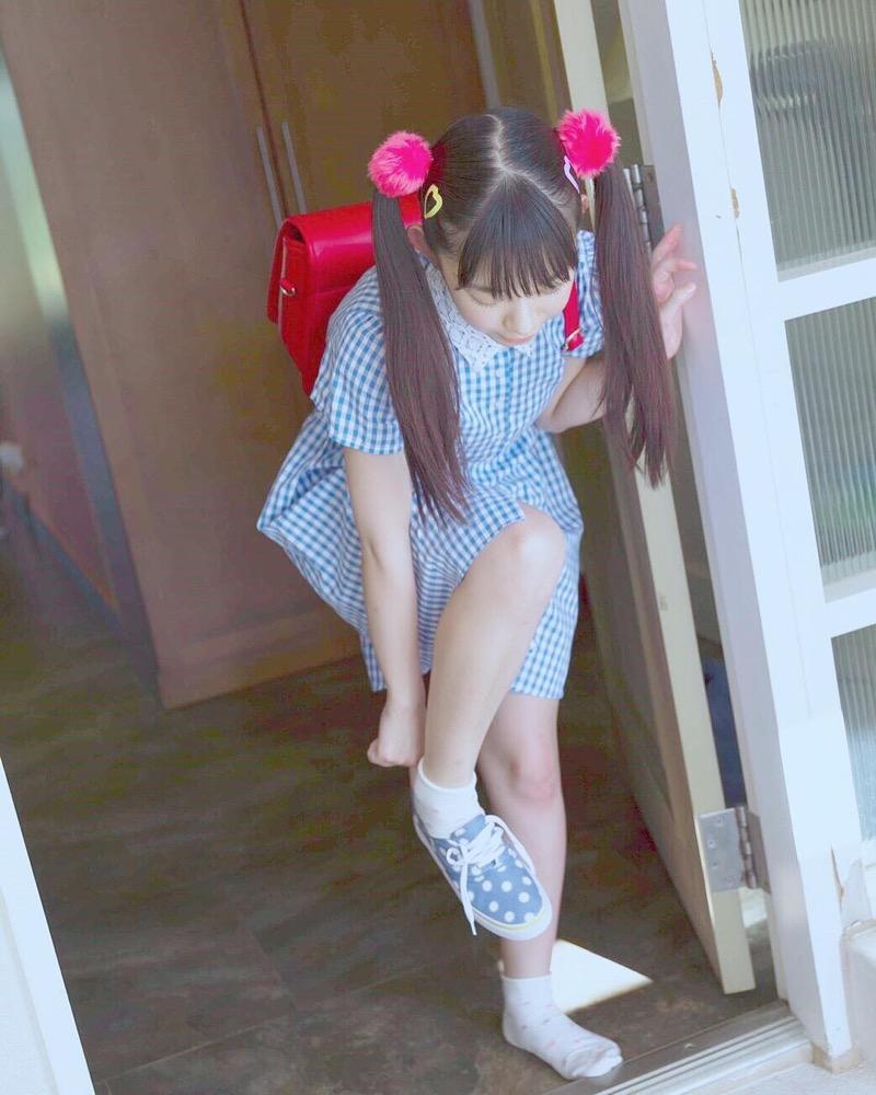 【長澤茉里奈エロ画像】ランドセルが似合いすぎて危ない合法ロリ巨乳のグラビアアイドル 09