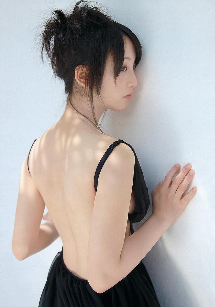 【松井玲奈グラビア画像】スレンダー好きにはたまらない細身でクビレもあるエロボディ! 22