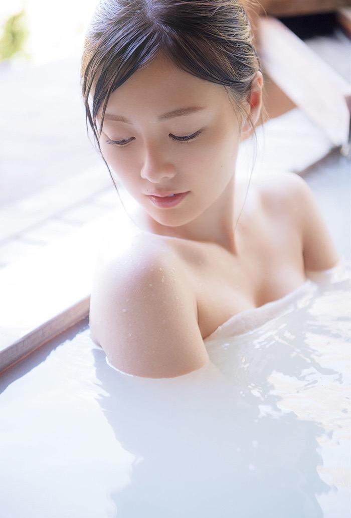 【白石麻衣グラビア画像】ウエスト59cmのくびれボディがエロい乃木坂46アイドル 04