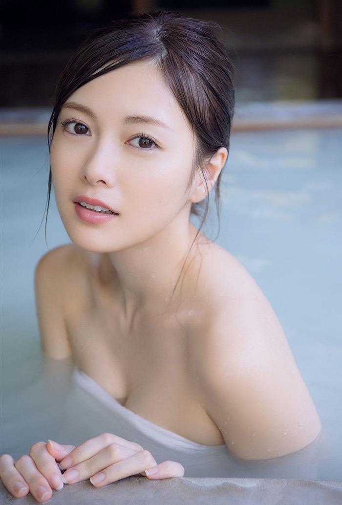 【白石麻衣グラビア画像】ウエスト59cmのくびれボディがエロい乃木坂46アイドル 06
