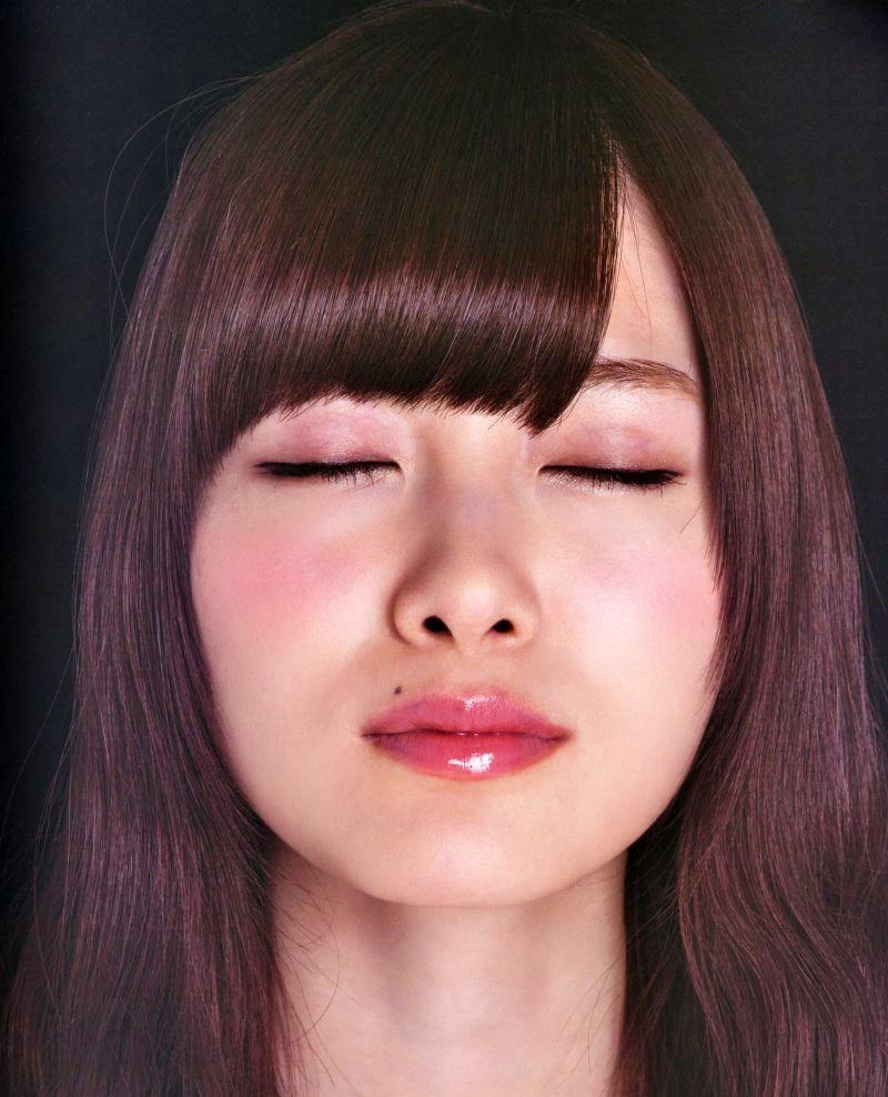 【白石麻衣グラビア画像】ウエスト59cmのくびれボディがエロい乃木坂46アイドル 07