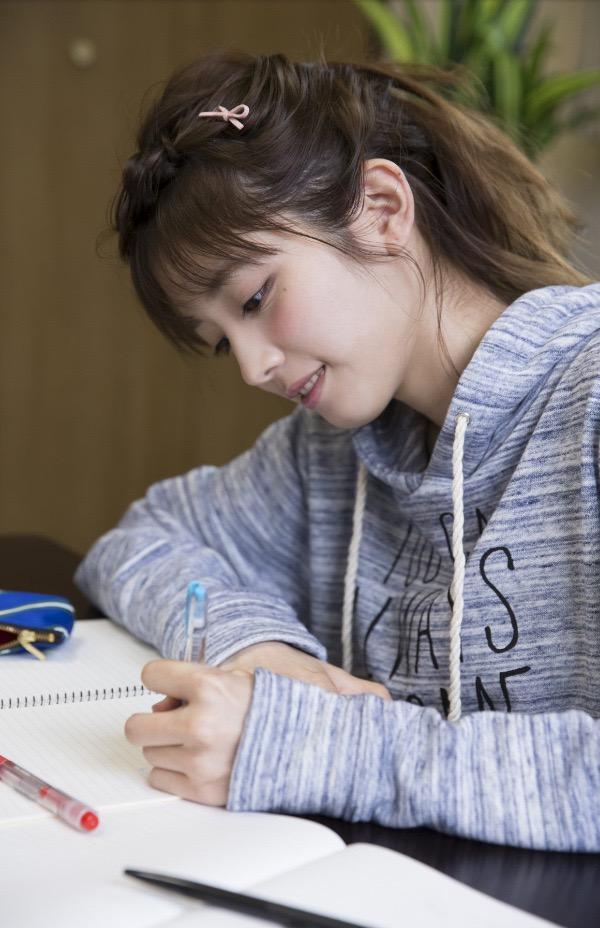 【松田るかグラビア画像】癒し系の優しい笑顔と色白なくびれボディがエロい美人女優のグラビア! 49