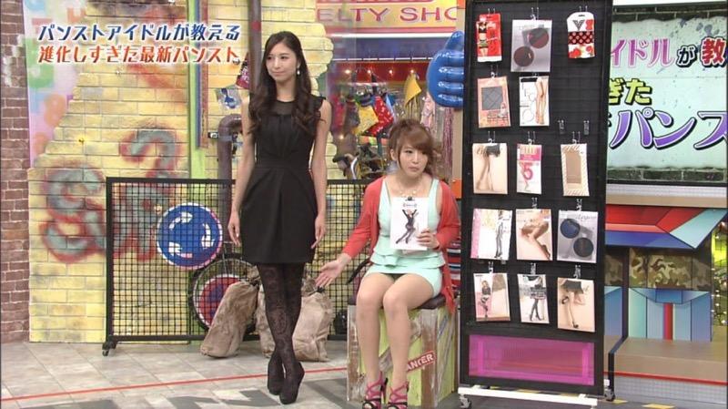 【アイドルパンチラ画像】アイドルたちが可愛いステージ衣装で歌って踊ってパンツ見えた! 05