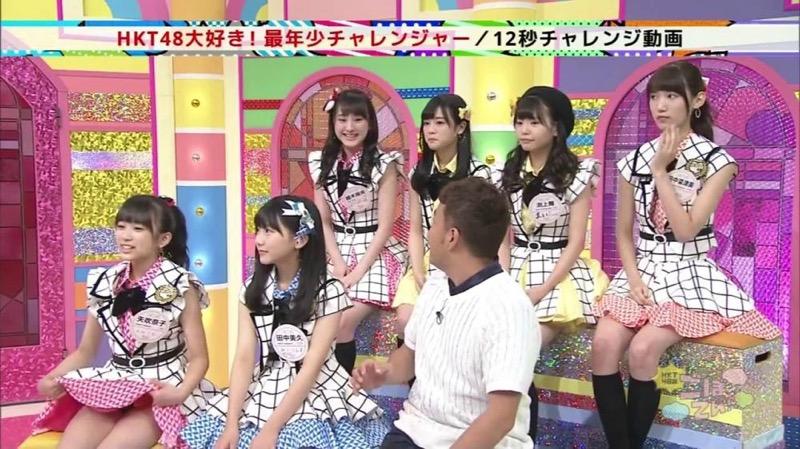 【アイドルパンチラ画像】アイドルたちが可愛いステージ衣装で歌って踊ってパンツ見えた! 07