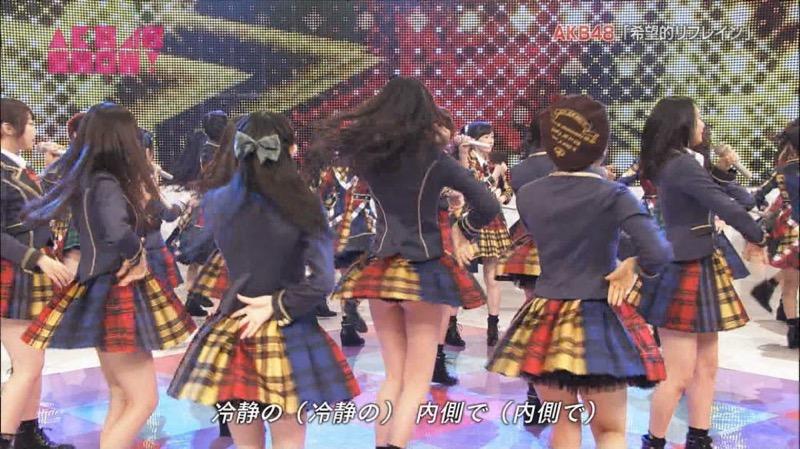 【アイドルパンチラ画像】アイドルたちが可愛いステージ衣装で歌って踊ってパンツ見えた! 13