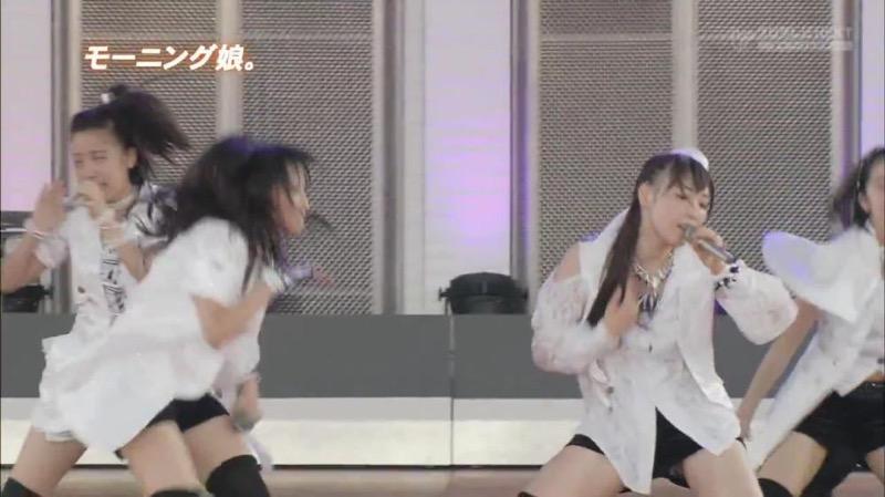 【アイドルパンチラ画像】アイドルたちが可愛いステージ衣装で歌って踊ってパンツ見えた! 17