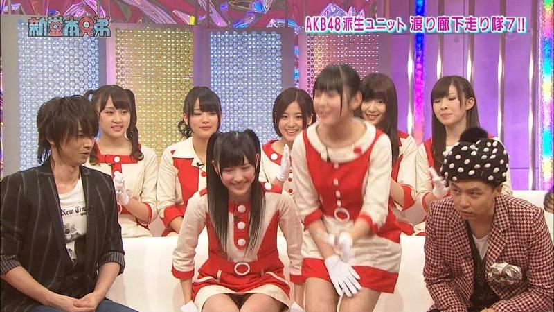 【アイドルパンチラ画像】アイドルたちが可愛いステージ衣装で歌って踊ってパンツ見えた! 24