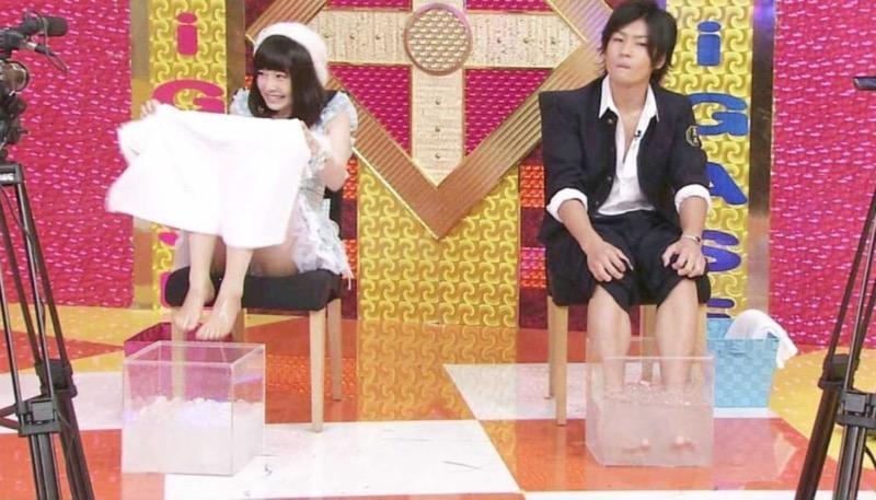 【アイドルパンチラ画像】アイドルたちが可愛いステージ衣装で歌って踊ってパンツ見えた! 34