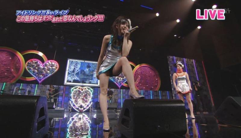 【アイドルパンチラ画像】アイドルたちが可愛いステージ衣装で歌って踊ってパンツ見えた! 35