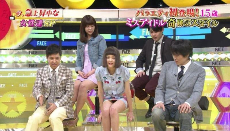 【アイドルパンチラ画像】アイドルたちが可愛いステージ衣装で歌って踊ってパンツ見えた! 36
