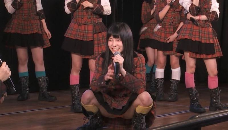 【アイドルパンチラ画像】アイドルたちが可愛いステージ衣装で歌って踊ってパンツ見えた! 40