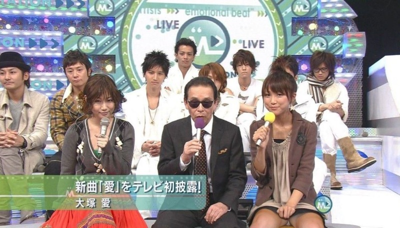 【アイドルパンチラ画像】アイドルたちが可愛いステージ衣装で歌って踊ってパンツ見えた! 49