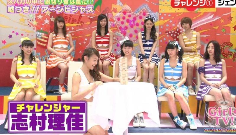 【アイドルパンチラ画像】アイドルたちが可愛いステージ衣装で歌って踊ってパンツ見えた! 50