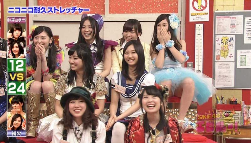 【アイドルパンチラ画像】アイドルたちが可愛いステージ衣装で歌って踊ってパンツ見えた! 53