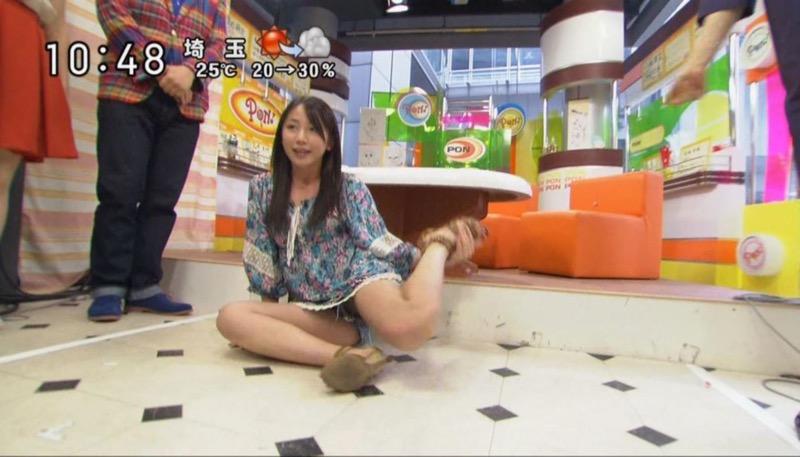 【アイドルパンチラ画像】アイドルたちが可愛いステージ衣装で歌って踊ってパンツ見えた! 54
