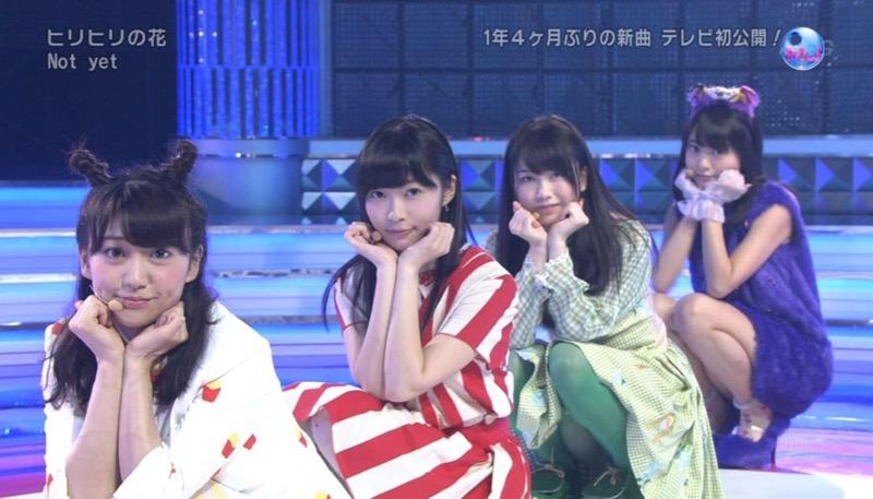 【アイドルパンチラ画像】アイドルたちが可愛いステージ衣装で歌って踊ってパンツ見えた! 70
