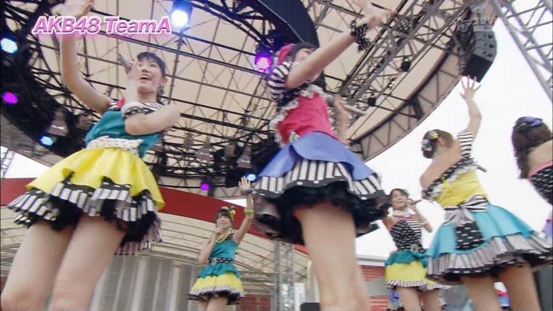 【アイドルパンチラ画像】アイドルたちが可愛いステージ衣装で歌って踊ってパンツ見えた! 71
